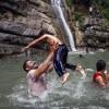 شنا و شیرجه در آبشار شیر آباد