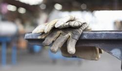دبیر اجرایی خانه کارگر خوزستان : خصوصی سازی هاي غير كارشناسي باعث بیکاری کارگران شده است