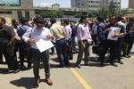 تجمع نیروهای اجرائیات شهرداری اهواز مقابل شورای شهر
